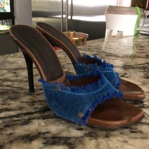 Shoes - velvet skin in bright blue in size 7 1/2